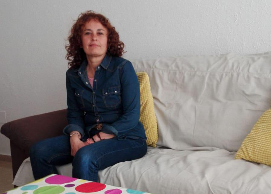 Mujer sin hogar que ya vive en una de nuestras viviendas